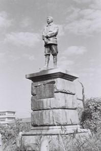 武石浩玻の銅像4(S)