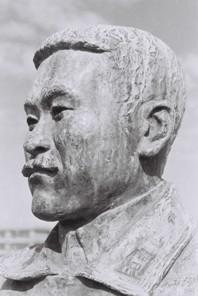 武石浩玻の銅像(頭部1)
