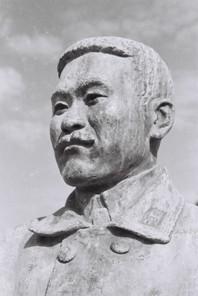 武石浩玻の銅像(頭部2)